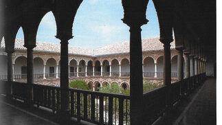 """Claustro de la Facultad de Derecho de la Universidad de Córdoba.  Foto: """"Patrimonio Artístico y monumental de las universidades andaluzas"""""""