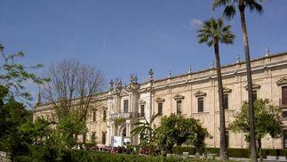Fachada de la Real Fábrica de Tabacos, del siglo XVIII, sede del Rectorado de Sevilla.
