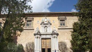 Fachada del Hospital Real de Granada, sede del Rectorado, edificio del renacimiento que ahora cumple su 500 aniversario.  Foto: MARÍA DE LA CRUZ