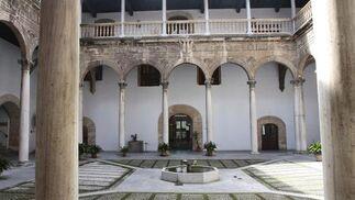 Patio del Hospital Real de Granada.  Foto: MARÍA DE LA CRUZ