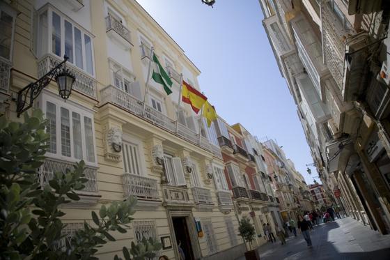 Rectorado de la Universidad de Cádiz, en la Casa de los Cinco Gremios, de estilo neoclásico.