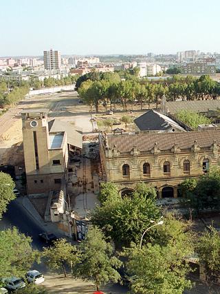 La Torre del Reloj en el solar de la Pirotecnia, en una imagen de 1999.