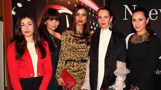 Las blogueras Esther Parejo y Rocío Reche, lamodeloMónica Rosón, y las diseñadorasMyriamHurtado y Esther Amo.  Foto: Victoria Ramírez