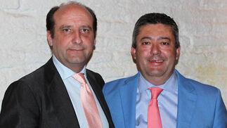 El abogado Joaquín Moeckel y Luis Enrique Flores, secretario del Ayuntamiento de Sevilla.  Foto: Victoria Ramírez