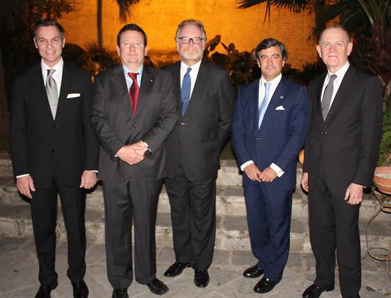 Los cónsules de Argentina en Cádiz, de Agustín Núñez; Mark Erik Schmelcher (Alemania), Joe Cooper (Reino Unido), Benjamín Muñoz (Guatemala) y Hugo Sartori (Noruega).   Foto: Victoria Ramírez