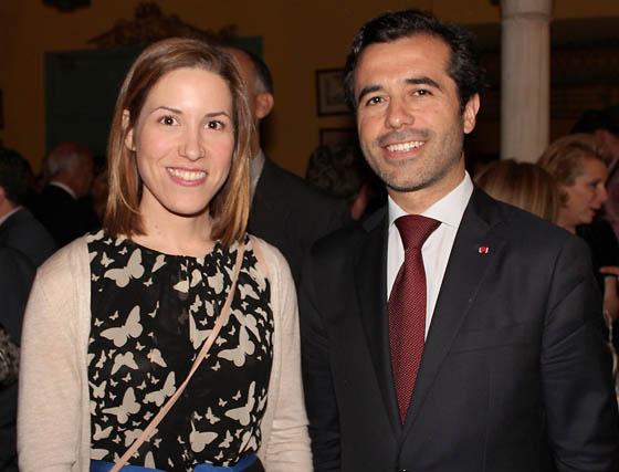 Sol Calzado, secretaria generla de Acción Externa de la Junta, con el cónsul de Portugal, Jorge Monteiro.  Foto: Victoria Ramírez