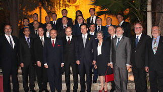 Miembros del Cuerpo Consular de Sevilla con el embajador italiano.  Foto: Victoria Ramírez