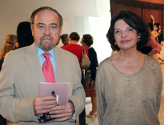 El periodista y escritor Antonio Burgos y su esposa Isabel Herce, cliente de Lina.  Foto: Victoria Ramírez