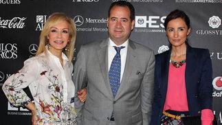 Carmen Lomana, Carlo Suffredini, director del Hotel Alfonso XIII y La periodista Mónica de Tomás.  Foto: Victoria Ramírez