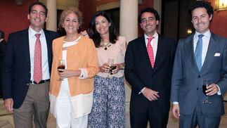 Marcos Contreras (vicepresidente), Isabel Arteaga y Yolanda Hebles, de Fundación Cajasol; Miguel Contreras (Emvisesa) y Alberto Leopoldo (Gerencia de Urbanismo).  Foto: Victoria Ramírez