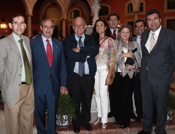 Alberto Díaz (Universidad de Sevilla), el magistrado Guillermo Jiménez, premiado; el abogado Jesús Bores; María Jesús Guerrero (UPO), los abogados Rosa Morán y Álvaro Viguera; Pedro Baena (US) y Manuel Dorado (UPO).  Foto: Victoria Ramírez