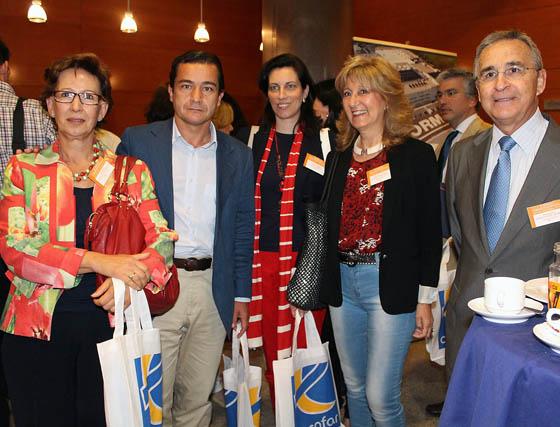 Los farmacéuticos Socorro Rodríguez, Jaime Román, Eva Pérez, Emma Balsera y Mariano Fernández Doblas, vicepresidente de Cecofar.  Foto: Victoria Ramírez