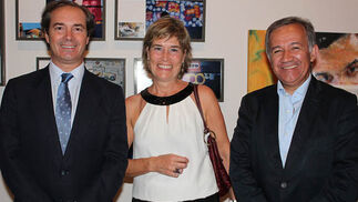 Antonio Pérez Ostos, presidente de Cecofar; Pilar Hernanz de la Fuente y Jorge Segura.  Foto: Victoria Ramírez