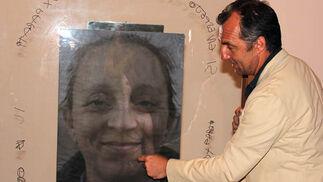 Paco Pérez Valencia, ante una de las obras.  Foto: Victoria Ramírez