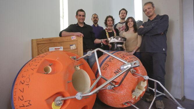 Jesús García Lafuente, a la derecha, en una imagen tomada cuando trabajaban en el proyecto Sampa para el Puerto de Algeciras.