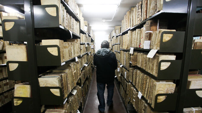Ejemplares del archivo histórico de la US, antes del traslado