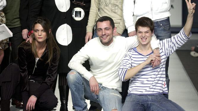 En 2003, tras ser elegido mejor diseñador joven de la Pasarela Cibeles.