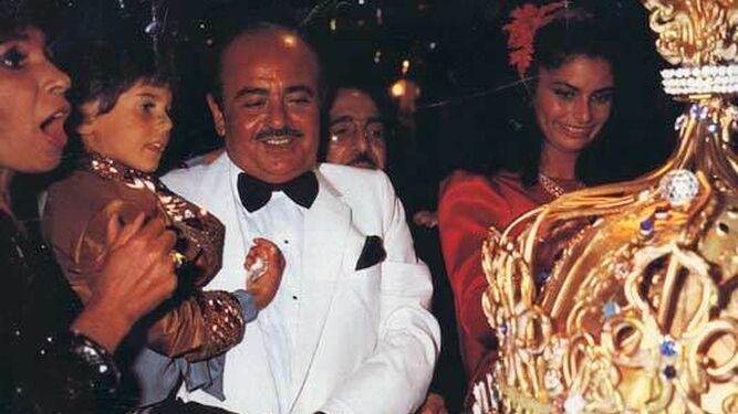 Khashoggi en una fiesta con la 'jet' marbellí.
